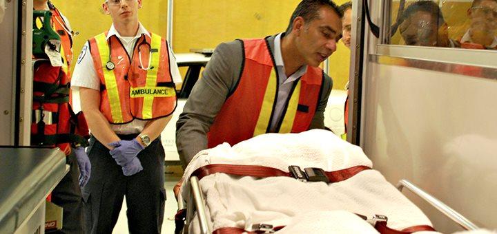 L'ambulancier et les positions d'attente et de transport