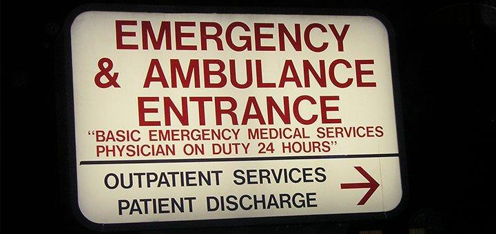 ambulance entrance2 1 Ambulancier : le site de référence Tralelho, le site qui améliore la communication avec la patientèle étrangère