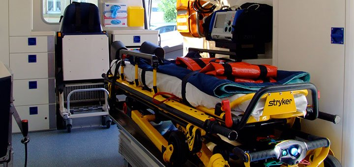 brancard-stryker-dans-ambulance