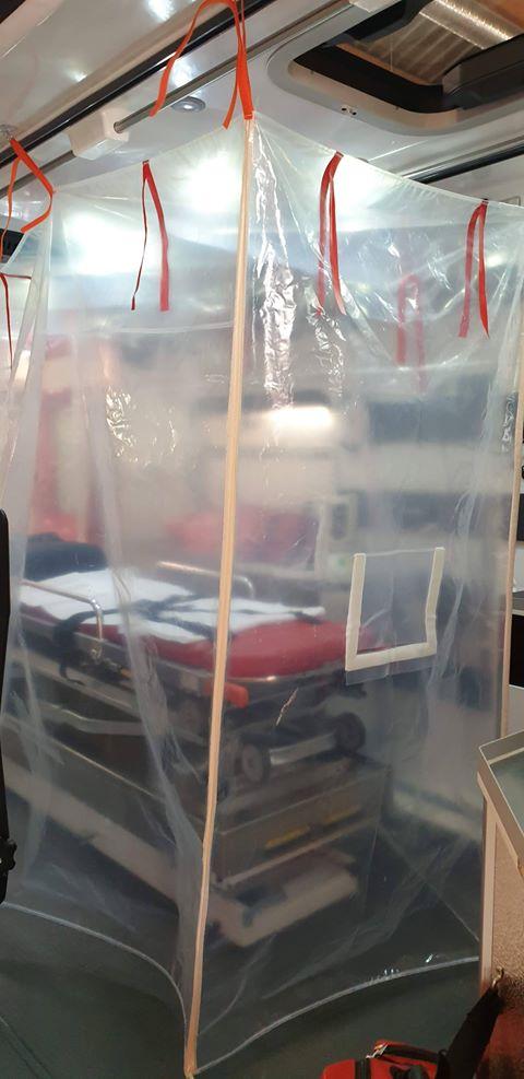 90779139 217938485976873 8850437904829251584 n 1 Ambulancier : le site de référence Covid 19 et caisson de protection pour brancard de l'ambulance