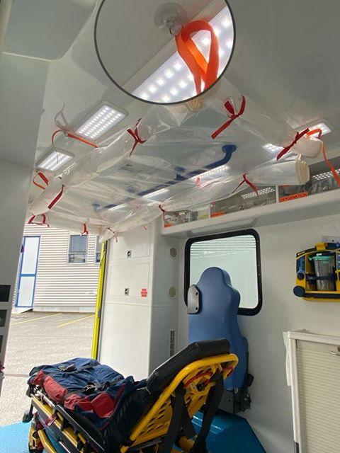 91056561 150194459662210 6530041858494562304 n Ambulancier : le site de référence Covid 19 et caisson de protection pour brancard de l'ambulance