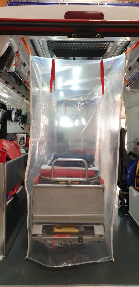 91216654 527471338185006 6847482908521791488 n Ambulancier : le site de référence Covid 19 et caisson de protection pour brancard de l'ambulance