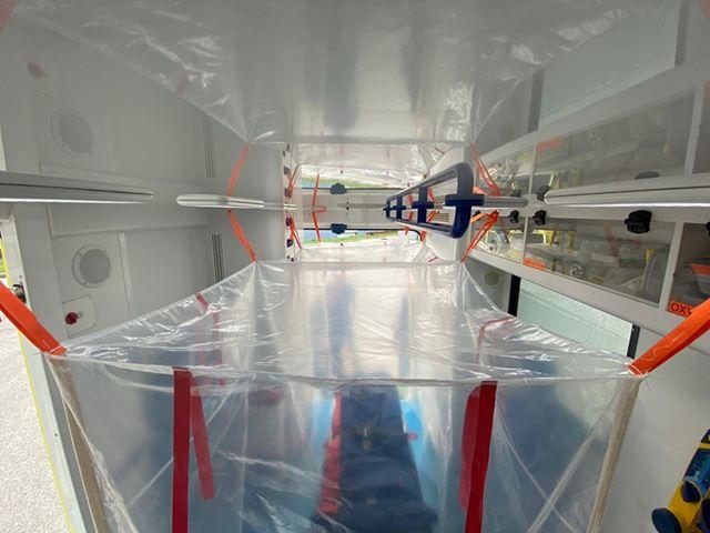 91333457 2584508688463692 1593673165941243904 n Ambulancier : le site de référence Covid 19 et caisson de protection pour brancard de l'ambulance