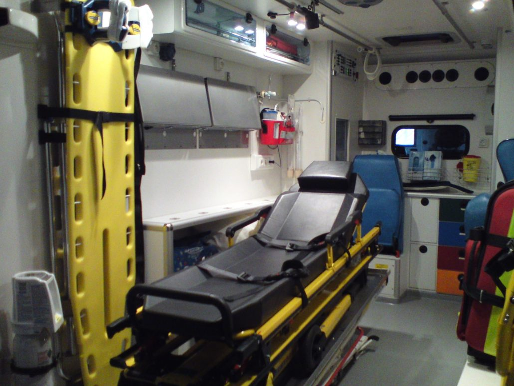 ambulance-voyager-patient-ambulancier-diplomé