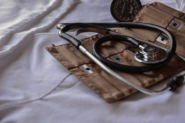 ambulance-tensiometre-matériel